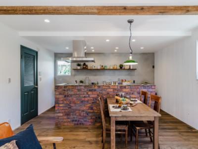 アウトドアライフと経年変化を楽しむ家
